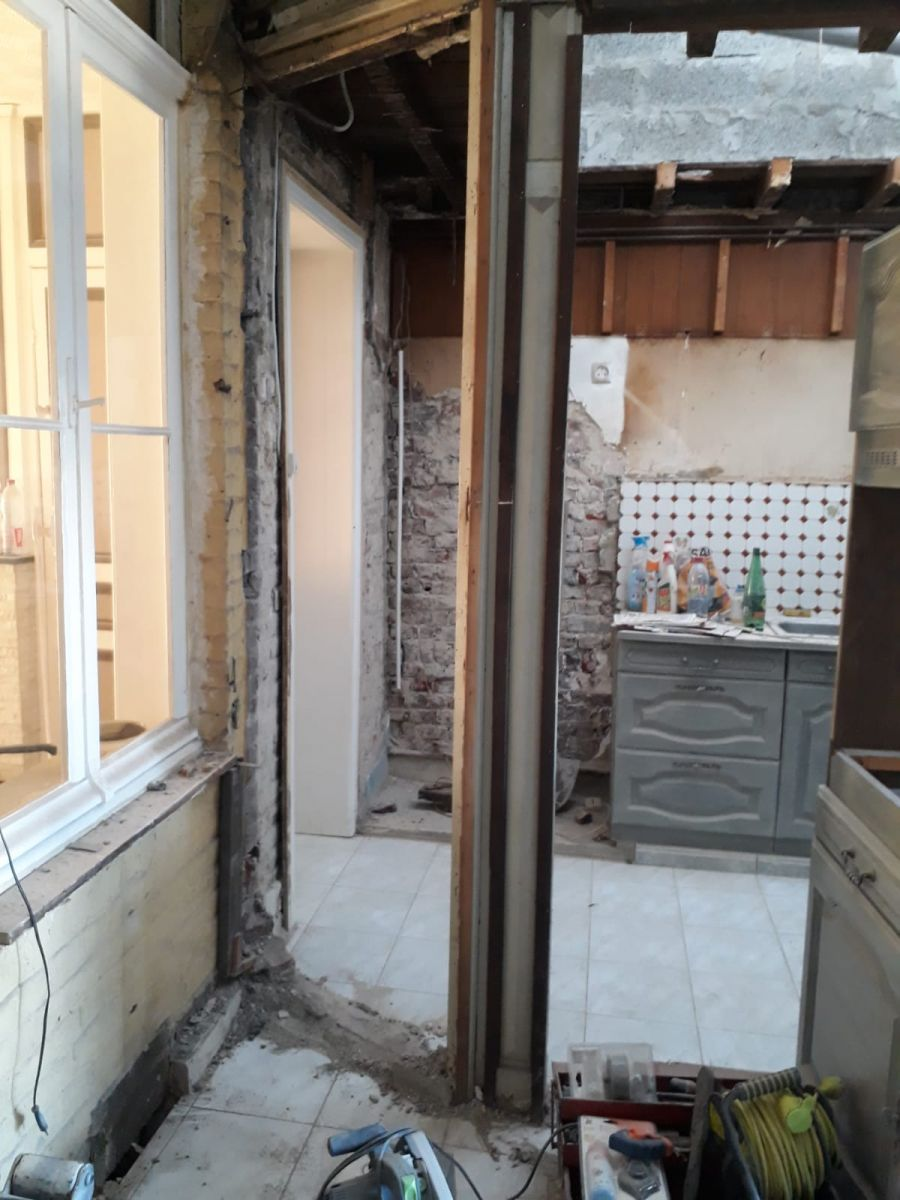 L'extension avance, l'ouverture du mur porteur se prépare