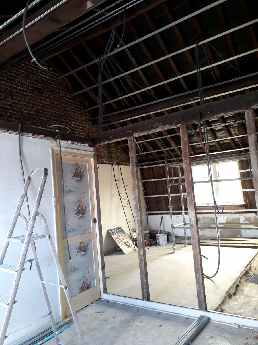Passage des gaines du 2 éme étage avant placage