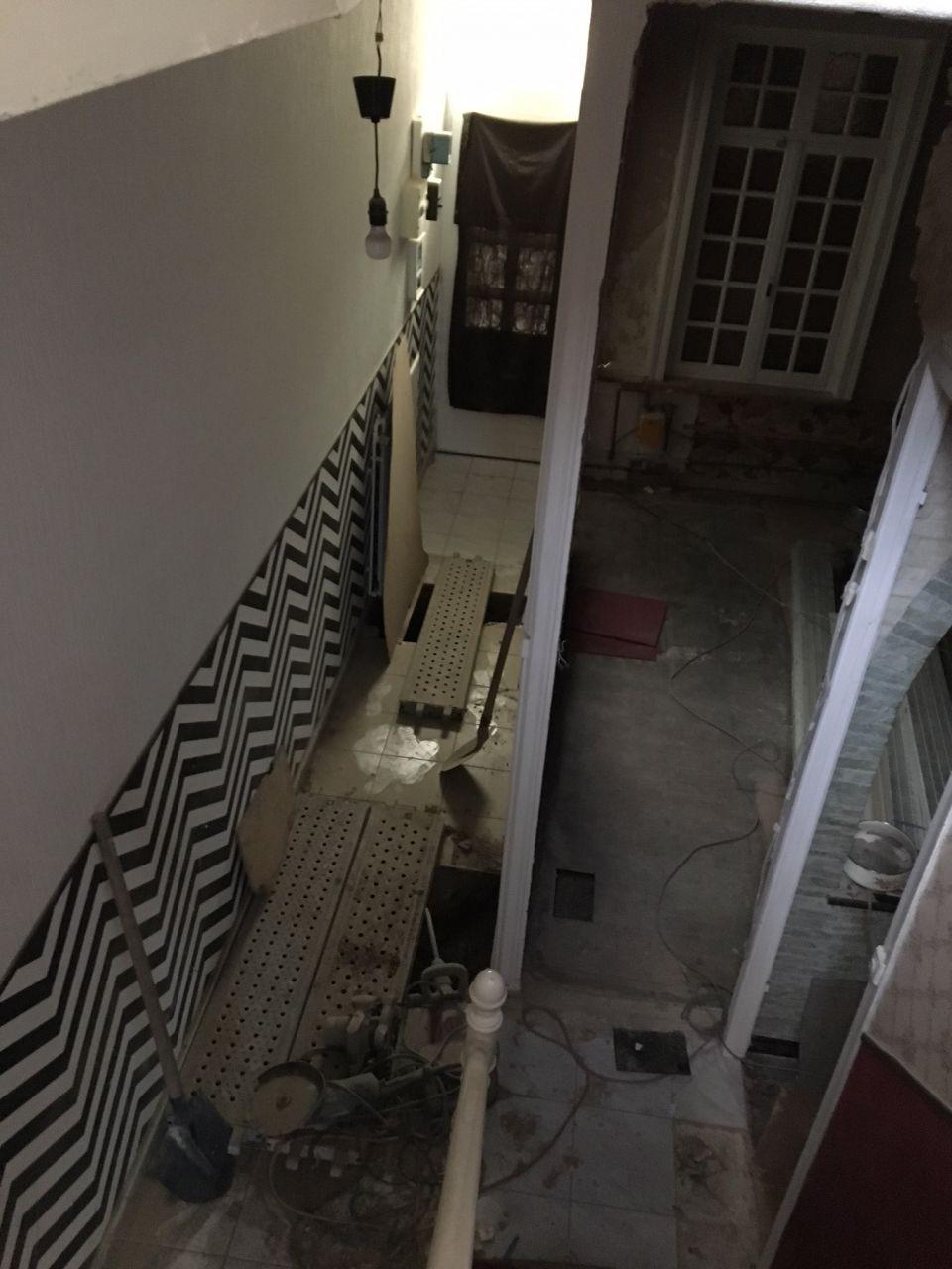 Ouverture du couloir pour retrouver le tuyau de tout à l'égout