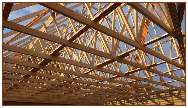 Cette structure est ancrée dans le chainage (en béton armé) du haut des murs