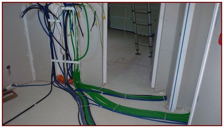 Arrivée sur tableau centralisateur, Passage des gaines Electriques, celles en vert correspondent aux Téléphone, Télévision