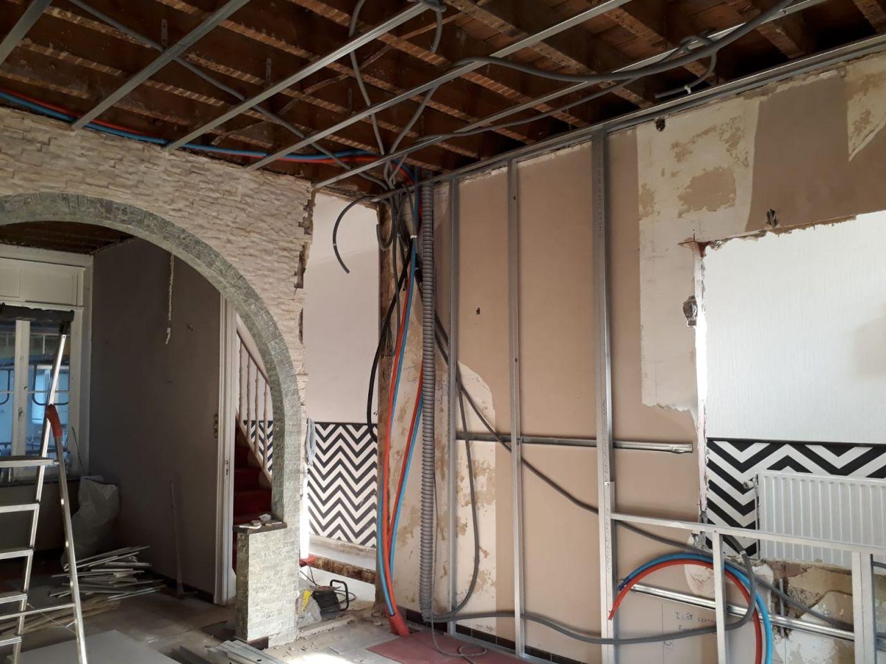 La future cuisine, ossature plafond et mur