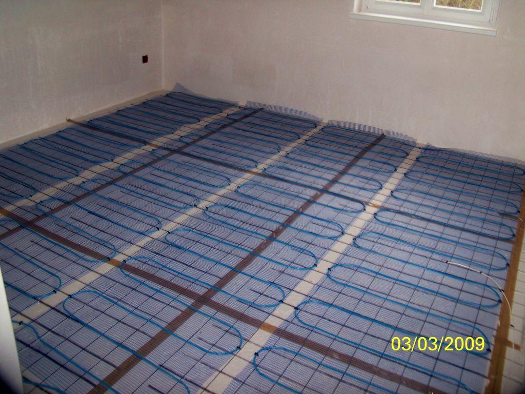 Carrelage pose de l isolant avant plancher chauffant for Pose carrelage plancher chauffant