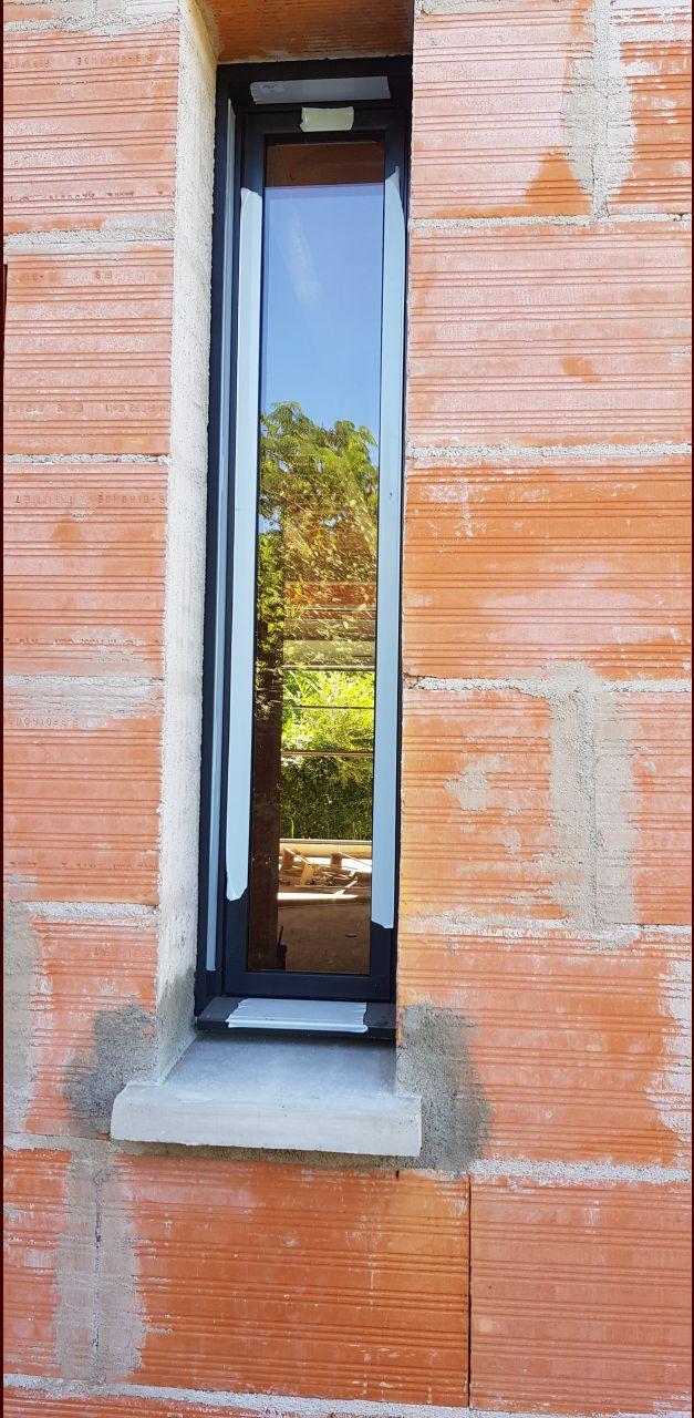 maison hors d'air fenêtre meutrière 30x150 entrée maison