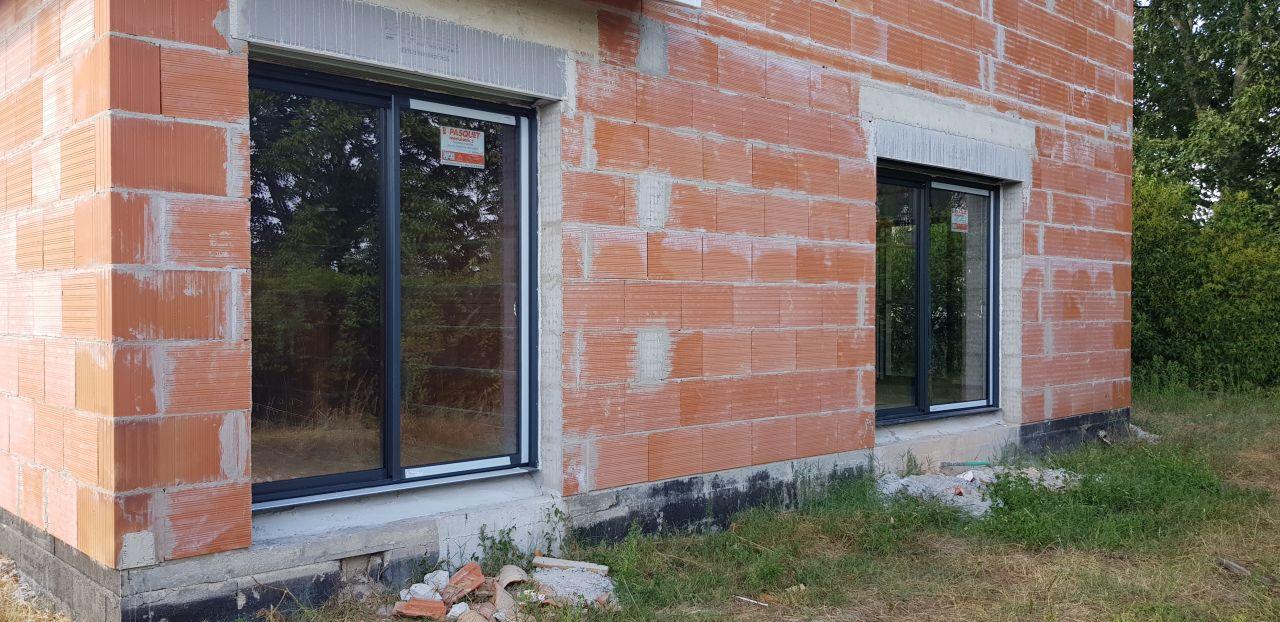 maison hors d'air vue baie vitrée suite parentale (180x215) et baie pièce de vie (240x215)