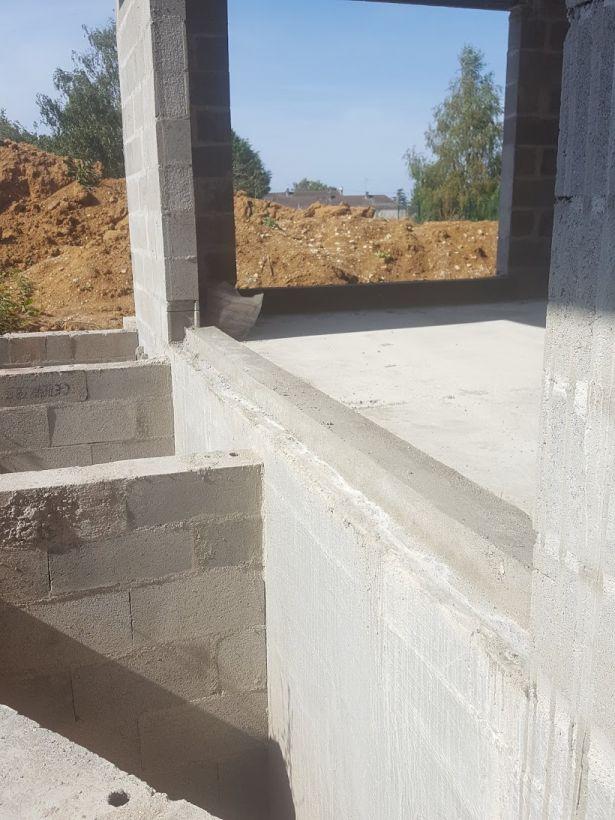 Appuis de fenêtre en cours de réalisation terrasse et fenêtre au même niveau