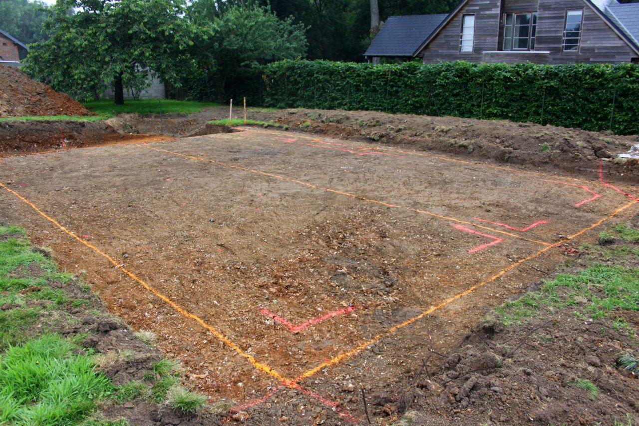 Traçage des fondations, côté maison. 14 juin