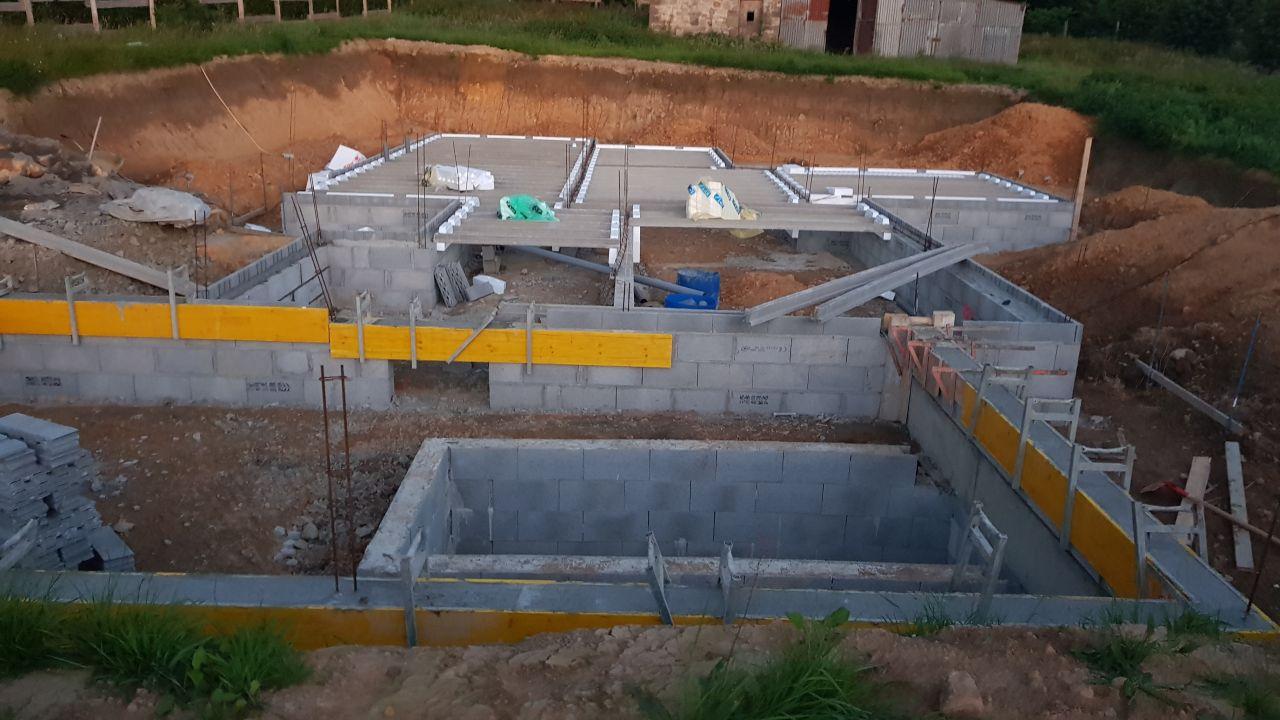 coffrage des murs du garage pour mise à niveau avec maison. + début du plancher