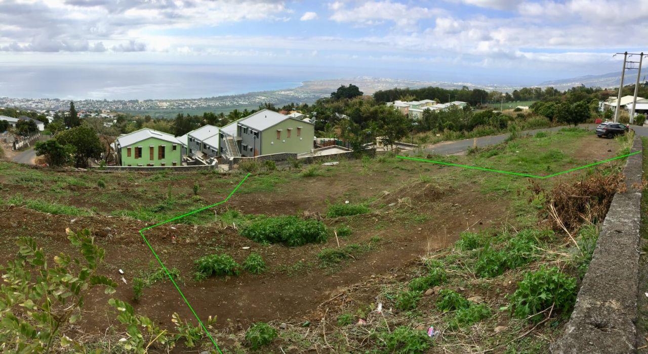 Photo panoramique prise depuis la partie haute du terrain.
