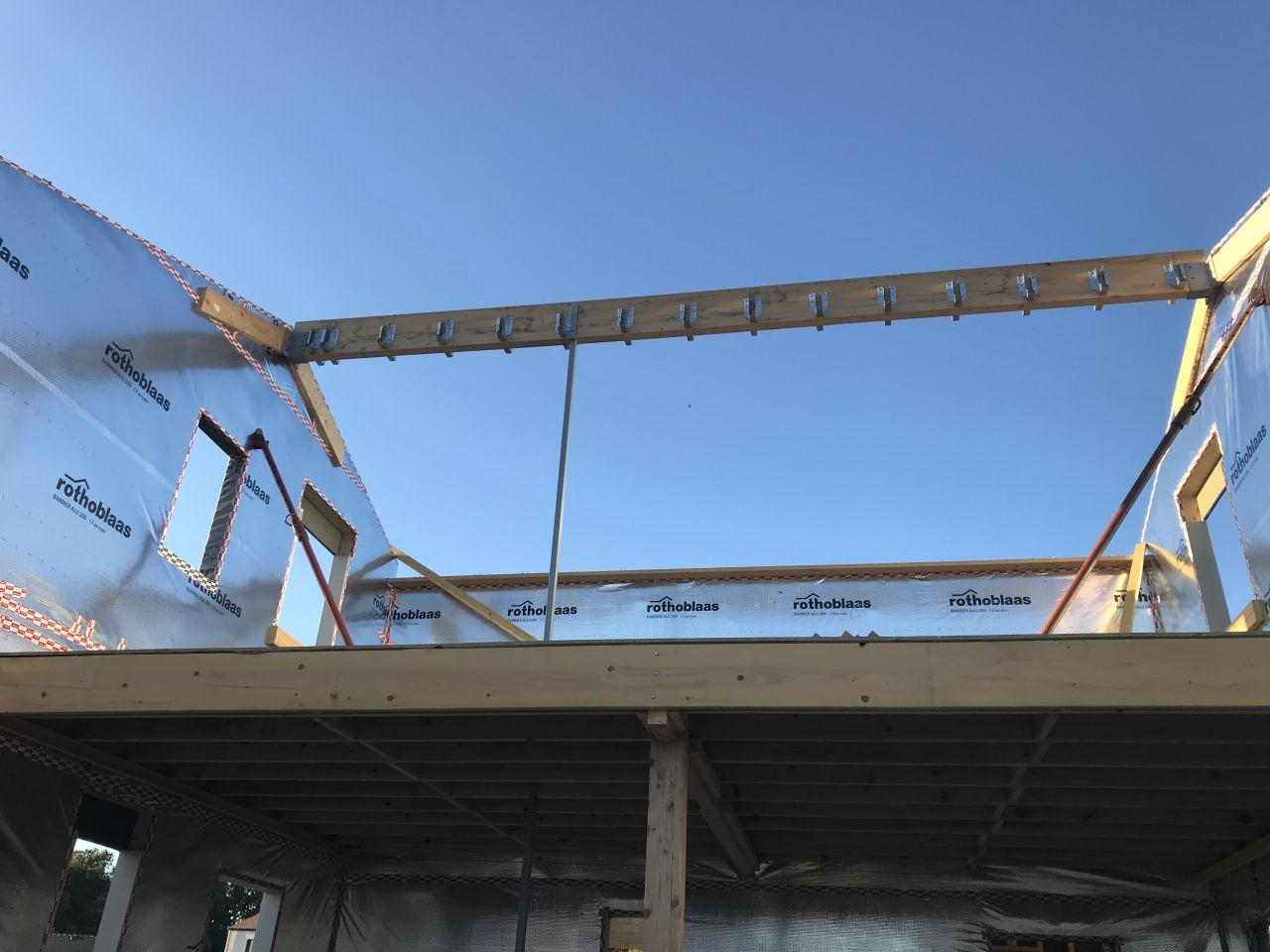 Poutre principale de la toiture