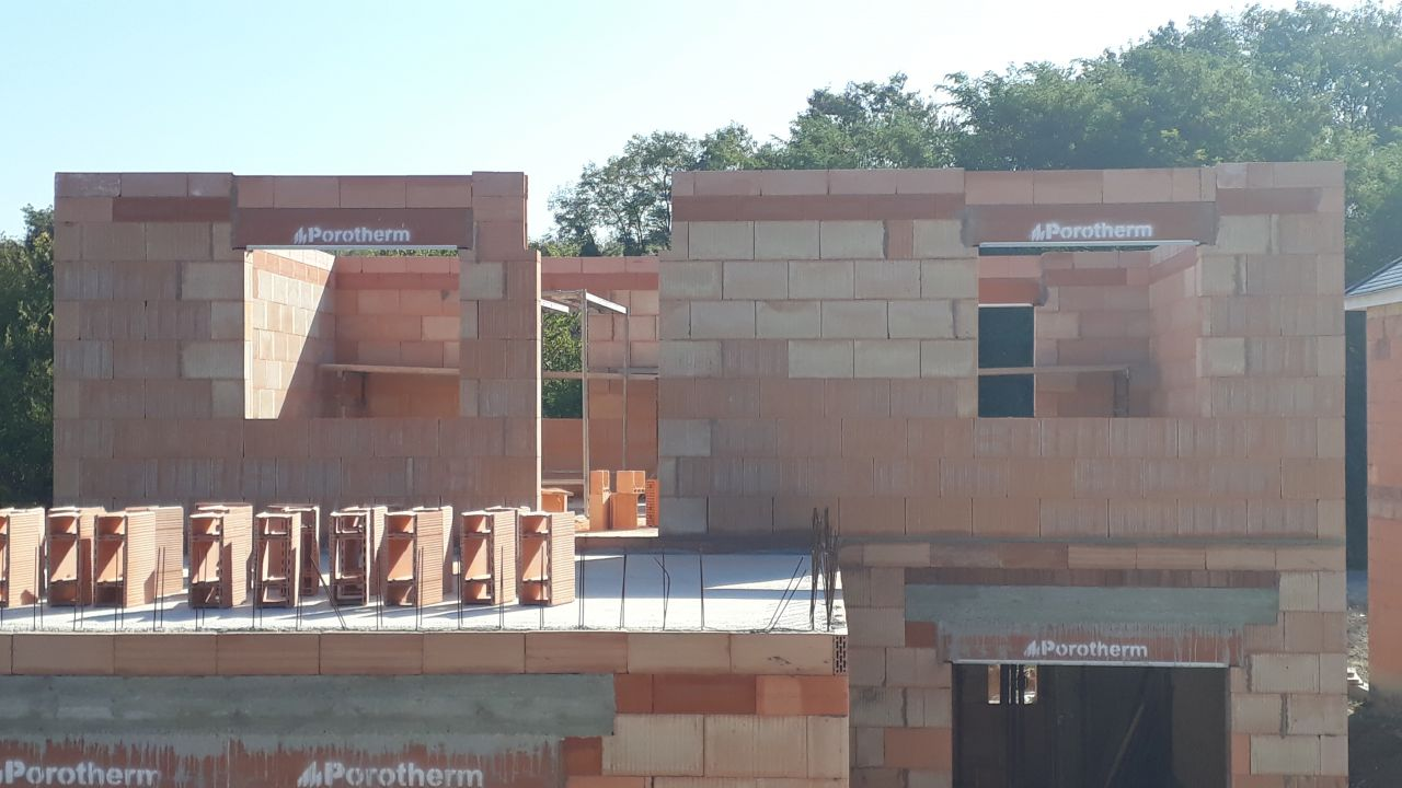Etage en cours avec vue sur toit terrasse