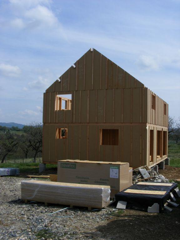 Pignon Ouest terminé. <br /> Livraison du Pavatex qui va servir de pare pluie et d'isolation en toiture.