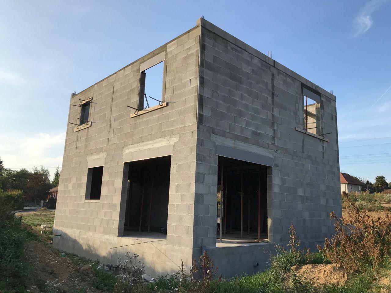 Fin de l'élévation des murs de l'étage