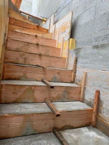 Escalier coffré et coulé