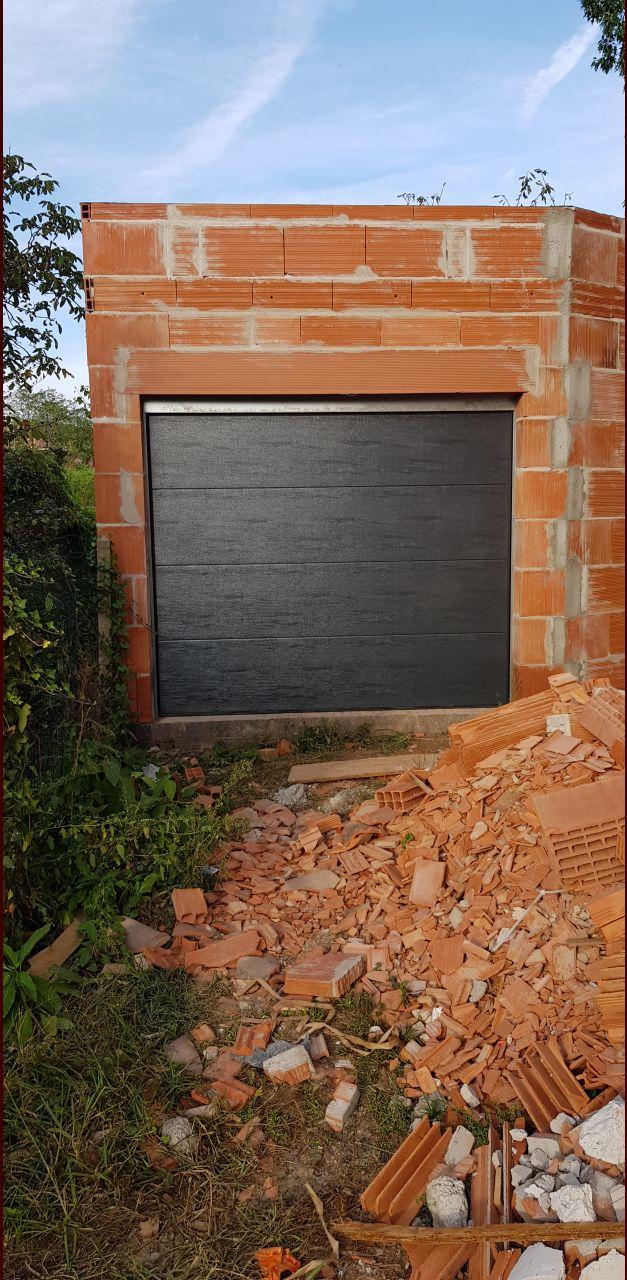 Pose porte de garage par nos soins...