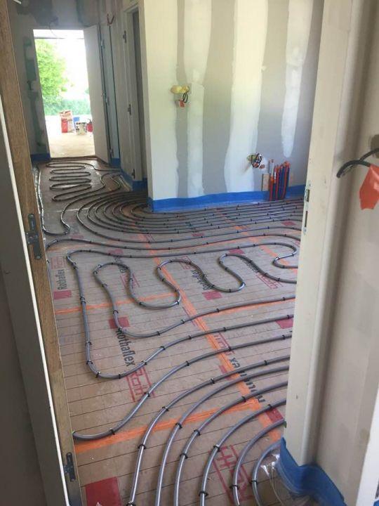 Le plancher chauffant du bâtiment