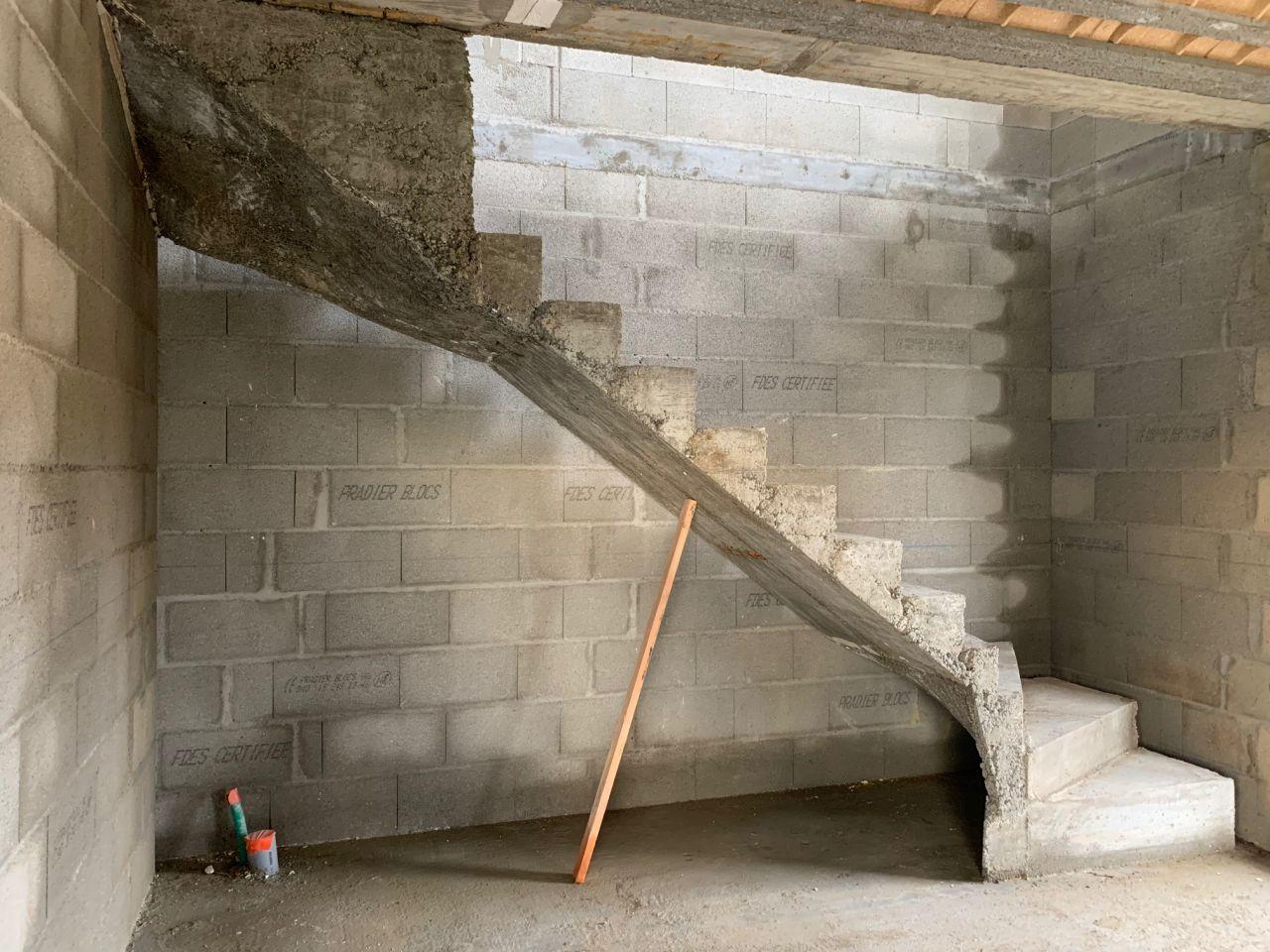 Escalier béton décoffré