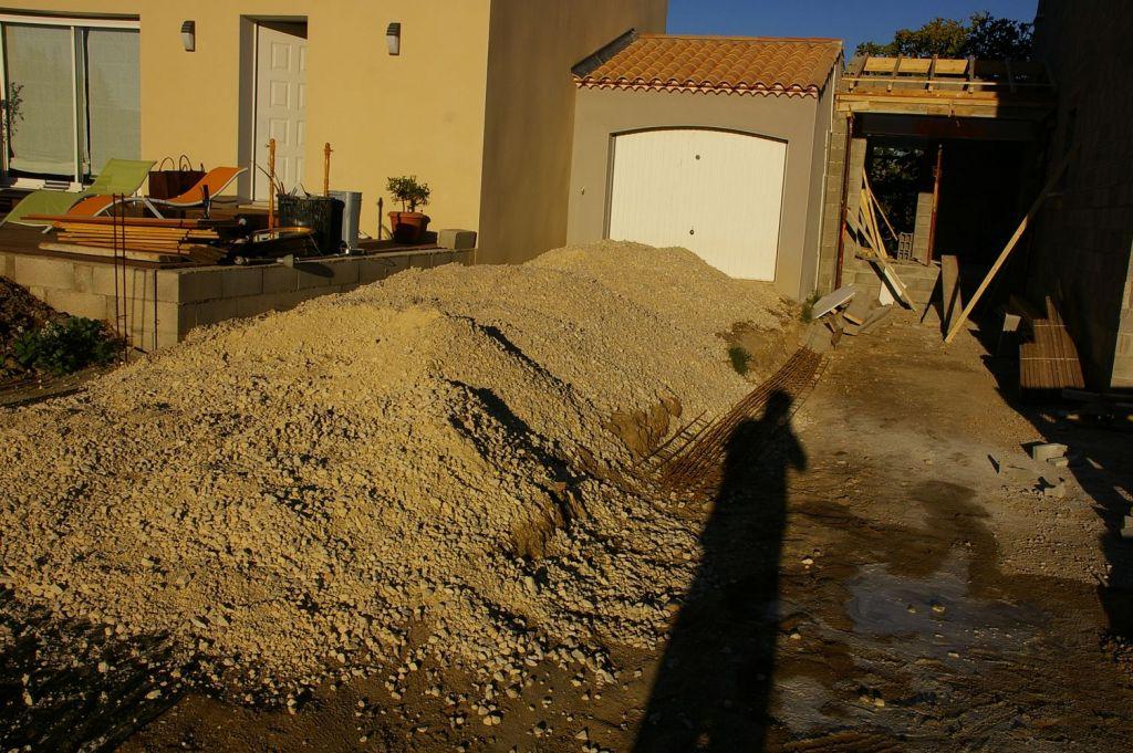 15 tonnes de tout venant sans lolopescalune un peu de news on avance sur l 39 ext rieur lunel for Allee de jardin en tout venant