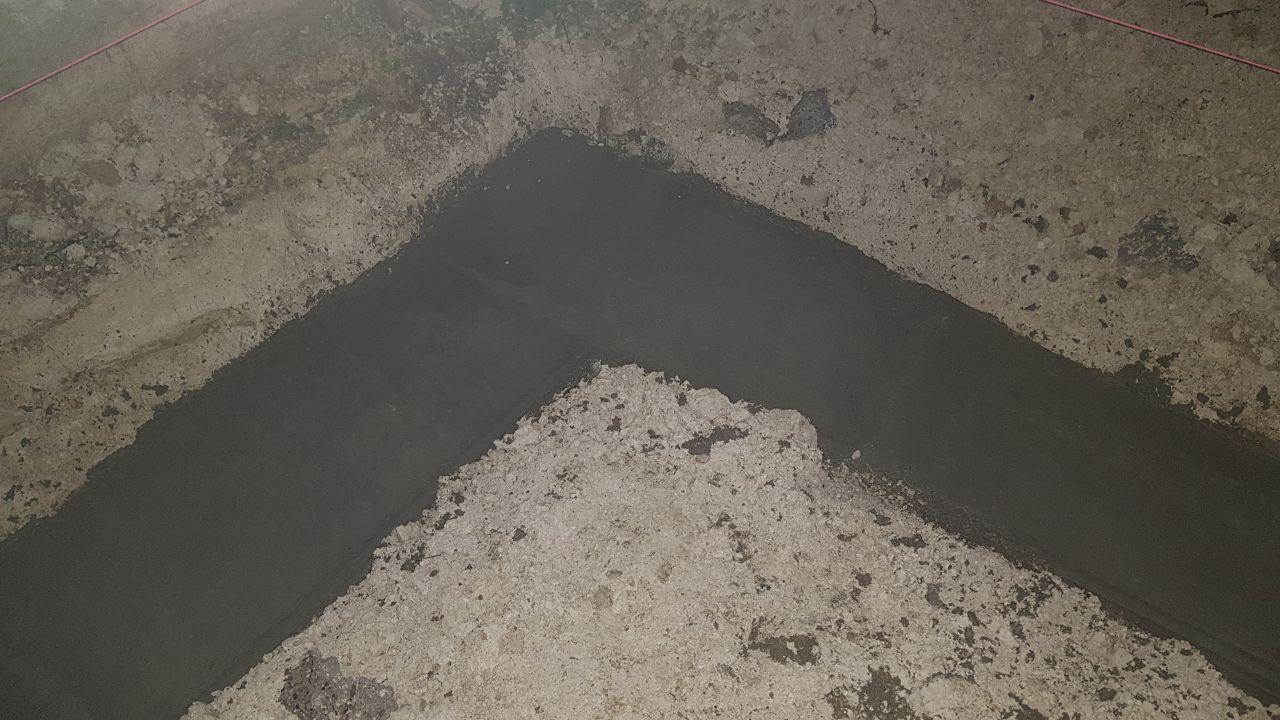 Le béton de propreté, vu de nuit