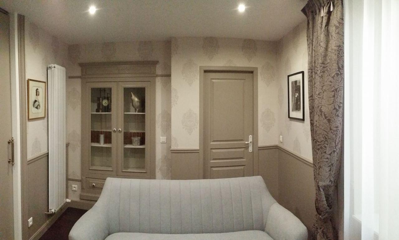 Le petit salon vidéo : vue sur la partie arrière.