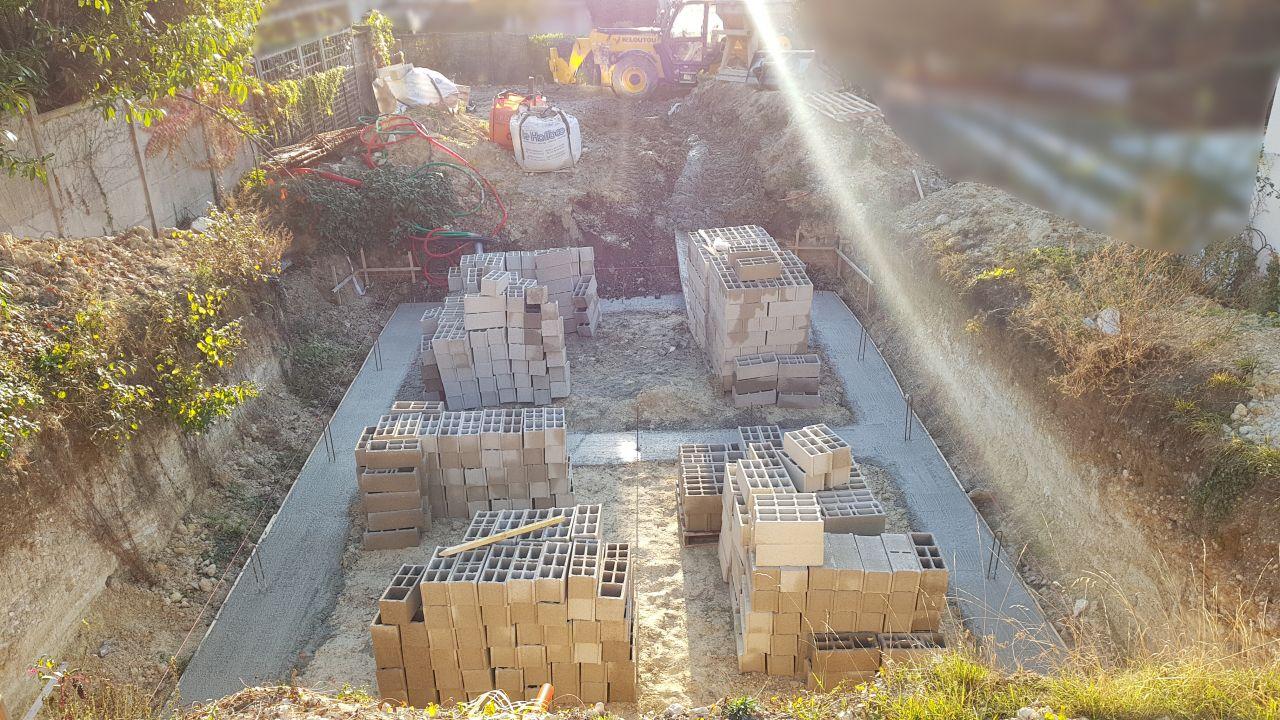 Fondations terminées, vues de l'arrière de la maison