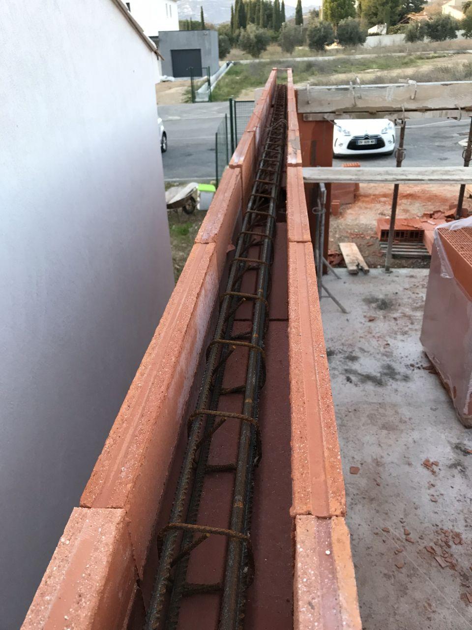 Chaînage horizontal du garage (ceinture périphérique) en brique