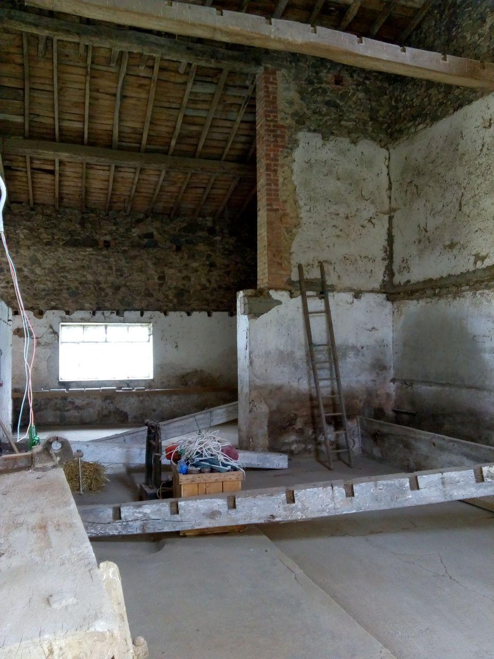 Poutres retirées dans future salle à manger et cuisine.