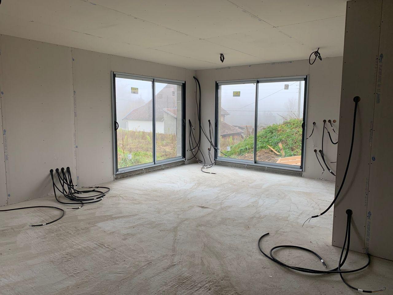 La partie salon avec le plafond et les murs en placo