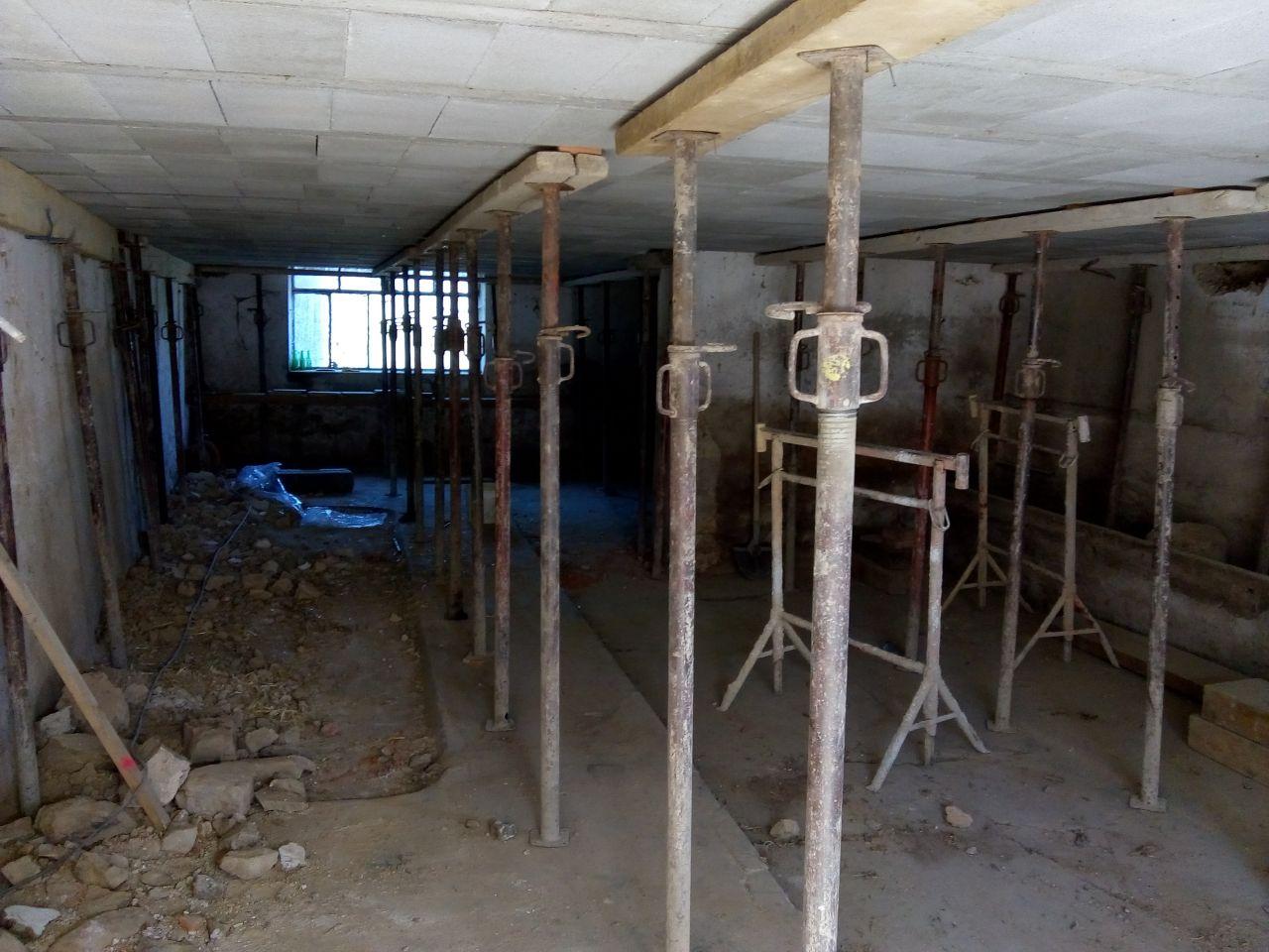 Sous la future dalle accueillant la salle à manger, le salon et la cuisine