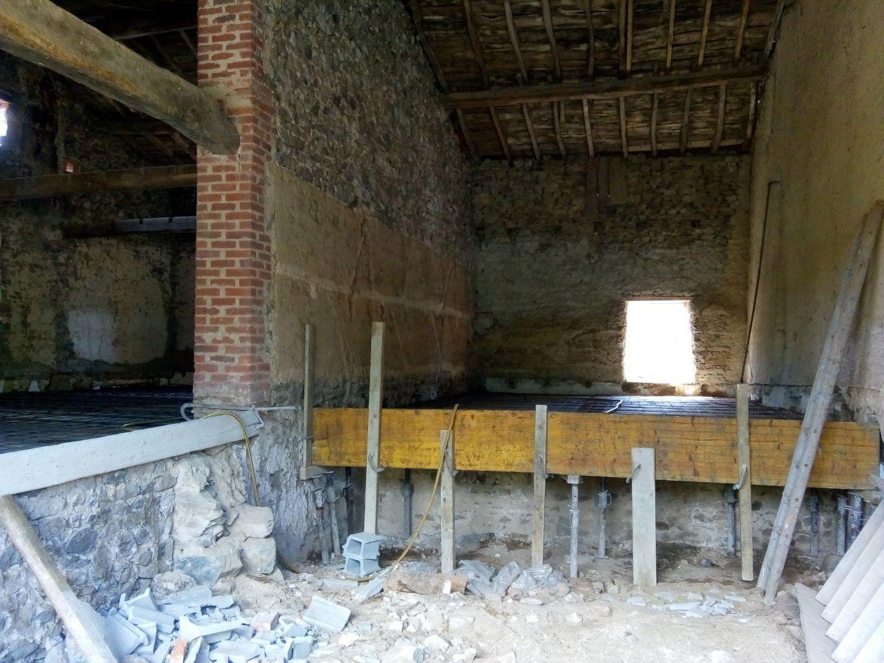 A gauche : salle à manger salon cuisine <br /> Face : future chambre WC sdb