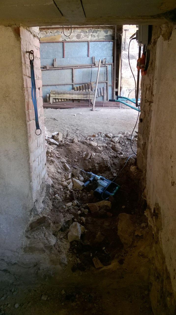 Escalier en cours de création entre sous-sol et garage