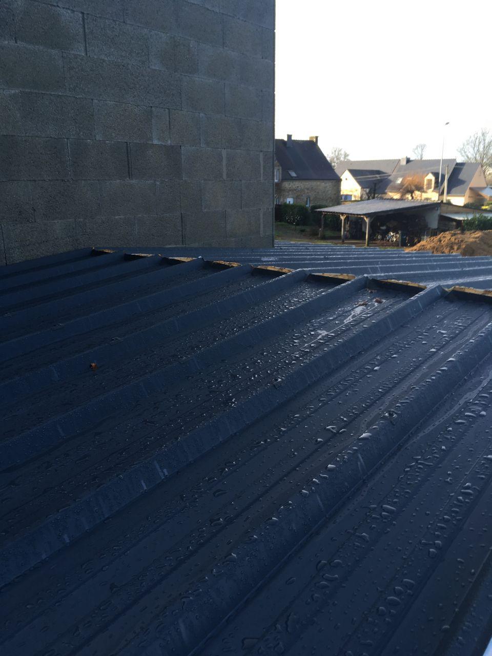 Bac acier en 40 mm vu du toit et au faitage pas de soucis mais en dessous ce n'est pas le même résultat