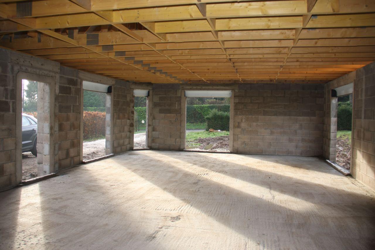 Le 21 et 24 /12: <br /> Pose des regards, des ventilations basses, des appuis de fenêtres et préparation des seuils.