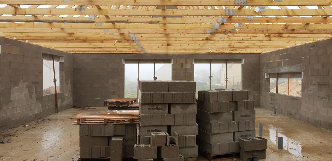 petite photo intérieure de la future maison.