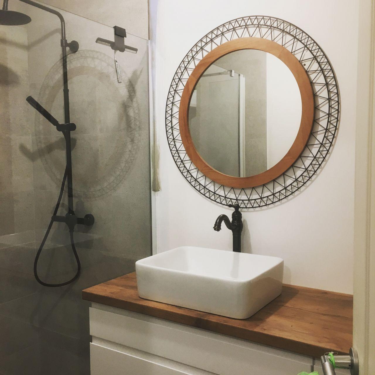 Avancement de la SDB avec pose du lavabo et du robinet