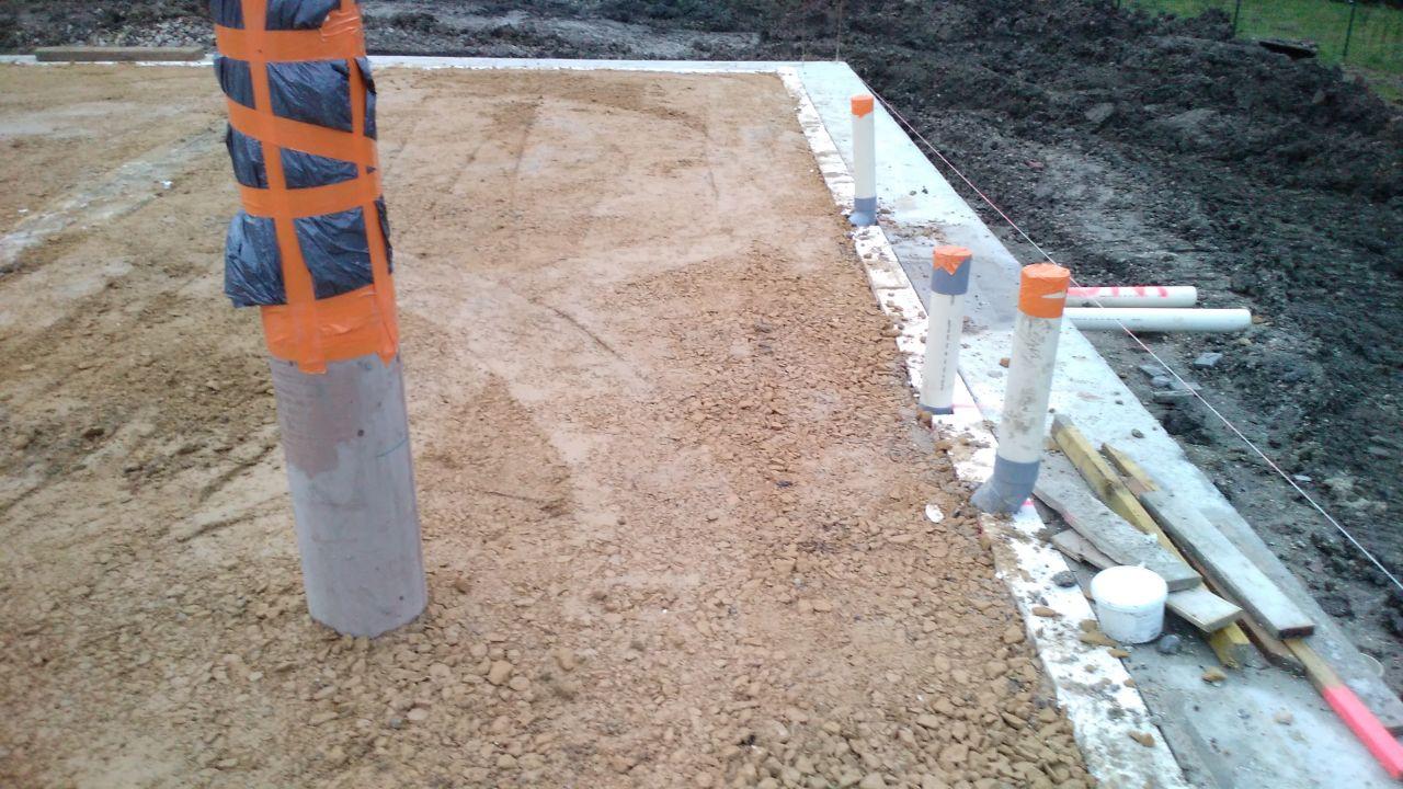 Tuyau du puits canadien et isolation intérieure des fondations