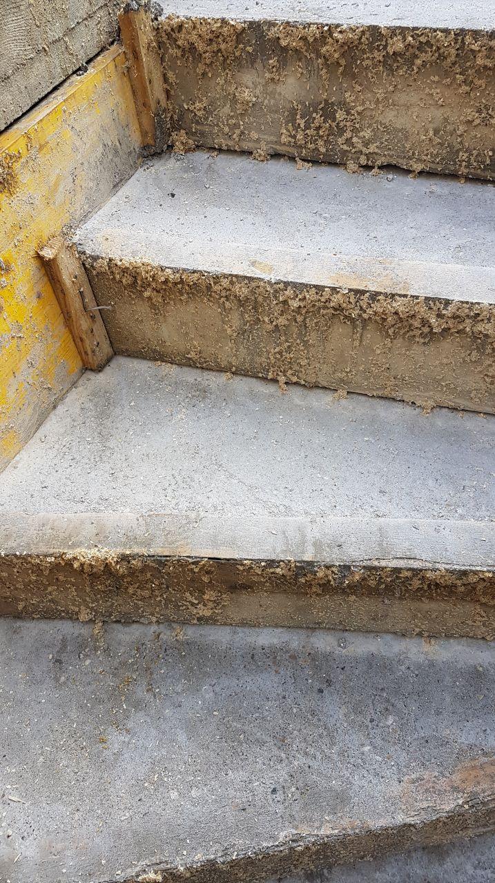24/11/2018 : Avec les fortes pluies de la nuit l'escalier a été légèrement raviné, rien de grave apparemment le carreleur pourra corriger.