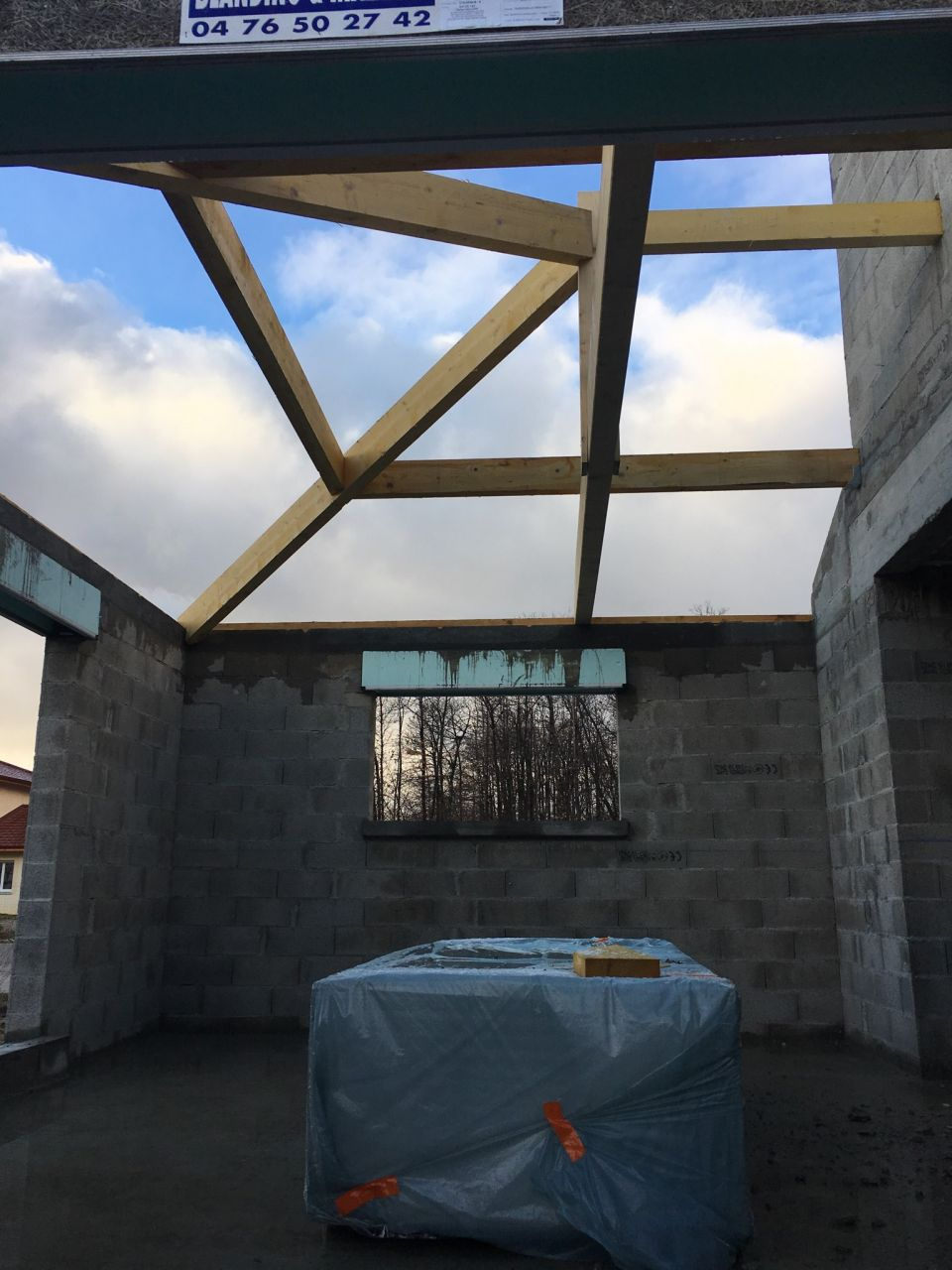 09/01/19 : Retour des charpentiers sur le chantier, les structures progressent.