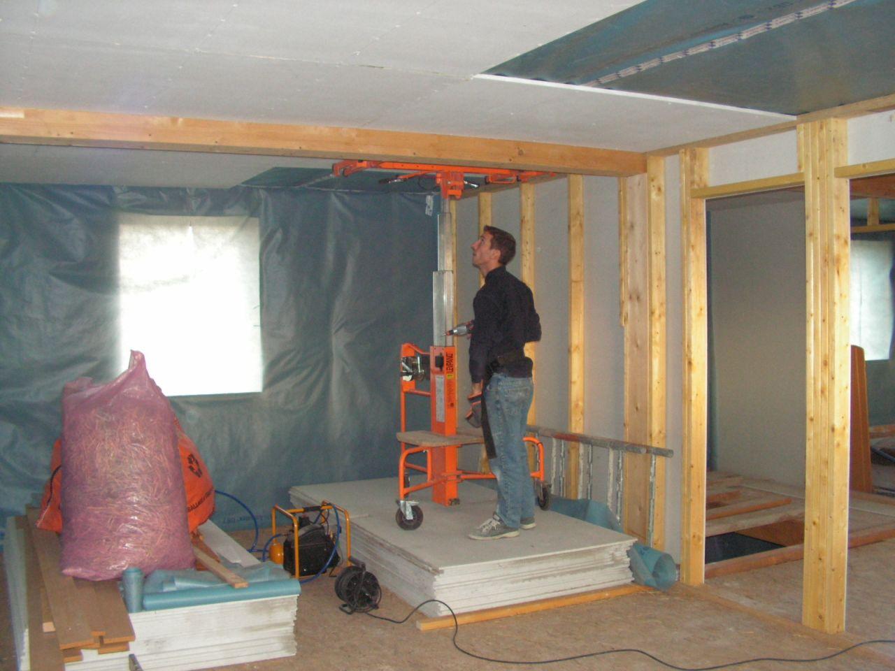 pose fermacell 18mm au plafond pour soutenir la paille