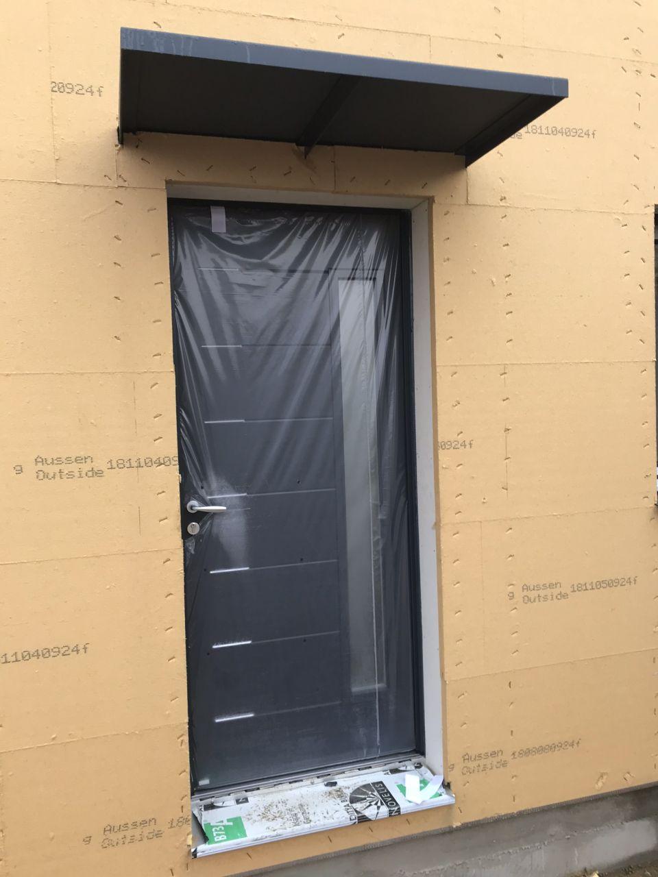 arrivée et pose des fenêtres et portes