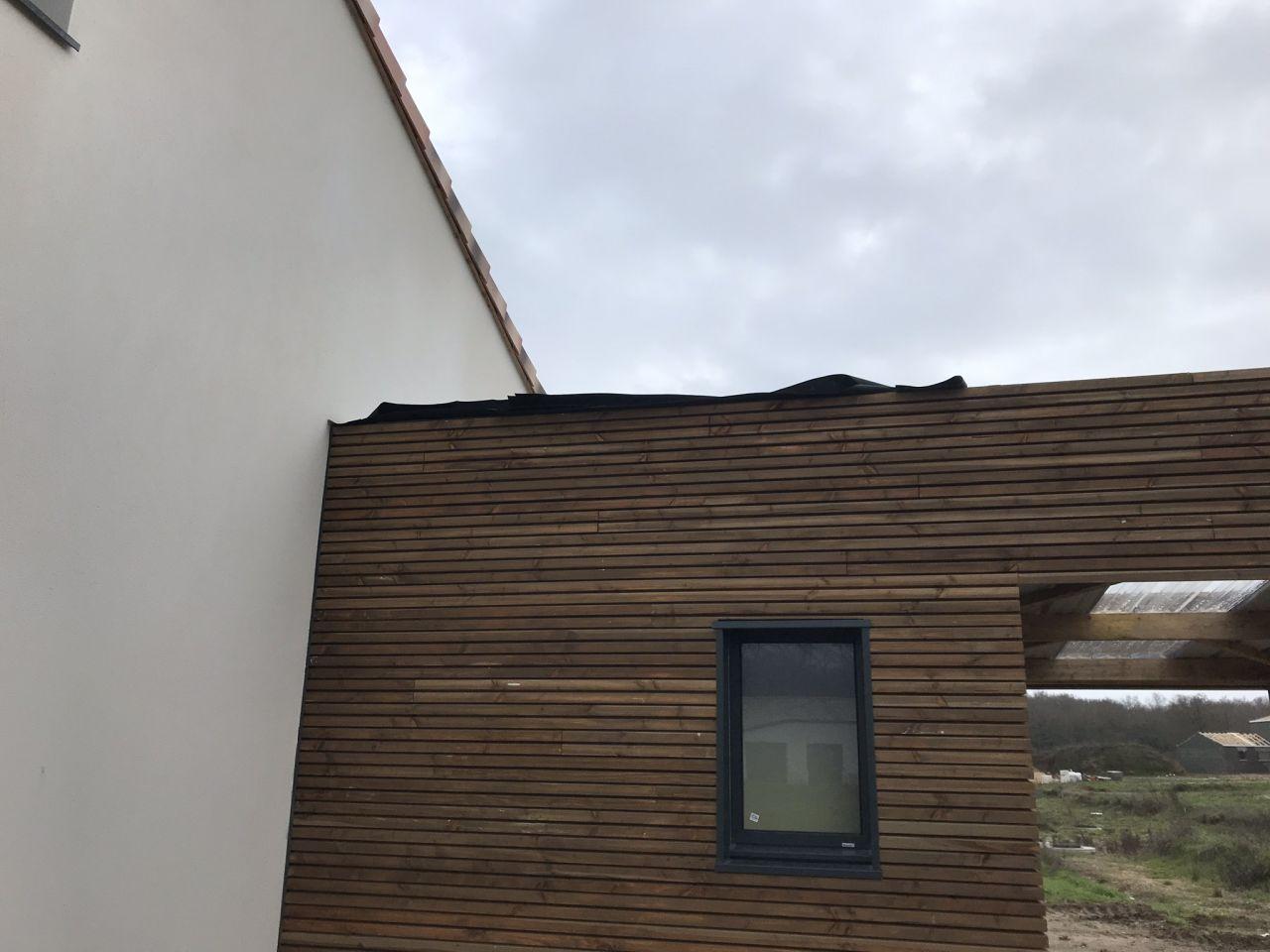 infiltration d'eau par le toit <br /> protection temporaire