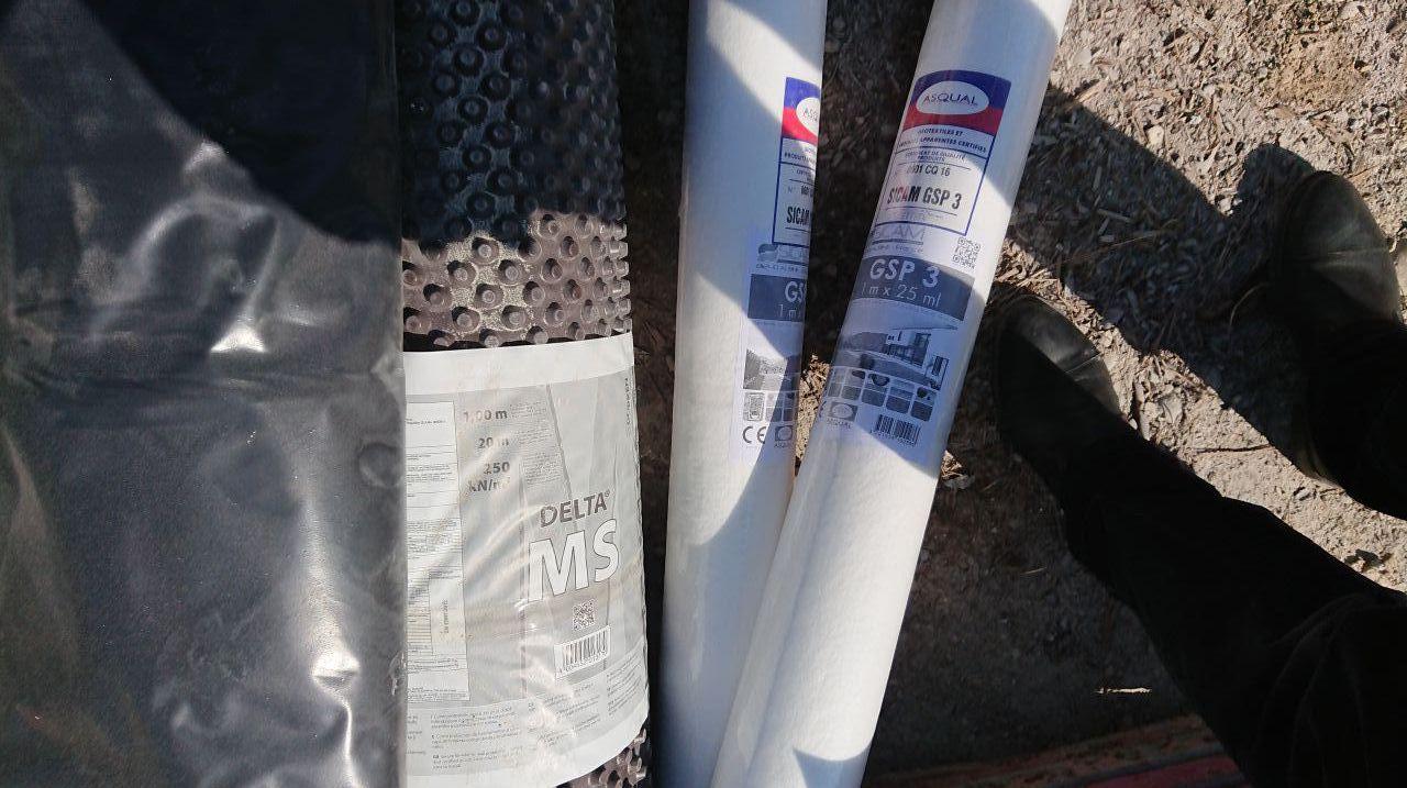 Delta MS pour imperméabilité des murs du sous-sol et Bidim (Sica géotextile) pour les drains