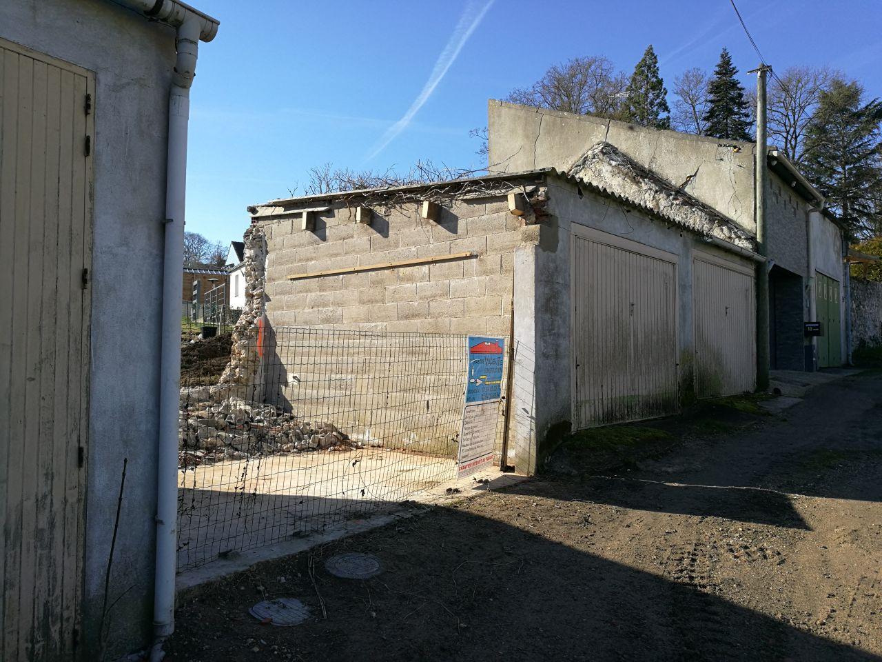 Démolition du garage pour accès terrain