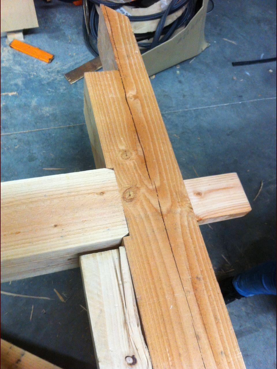 Détail assemblage traverse/poteau (j'ai pré-assemblé la structure à l'atelier)