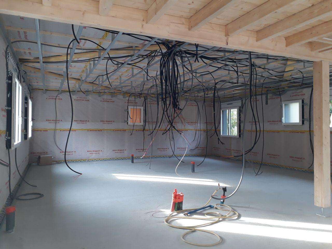 Une idée du passage des gaines sur les rails du placo... une vraie toile d?araignée!