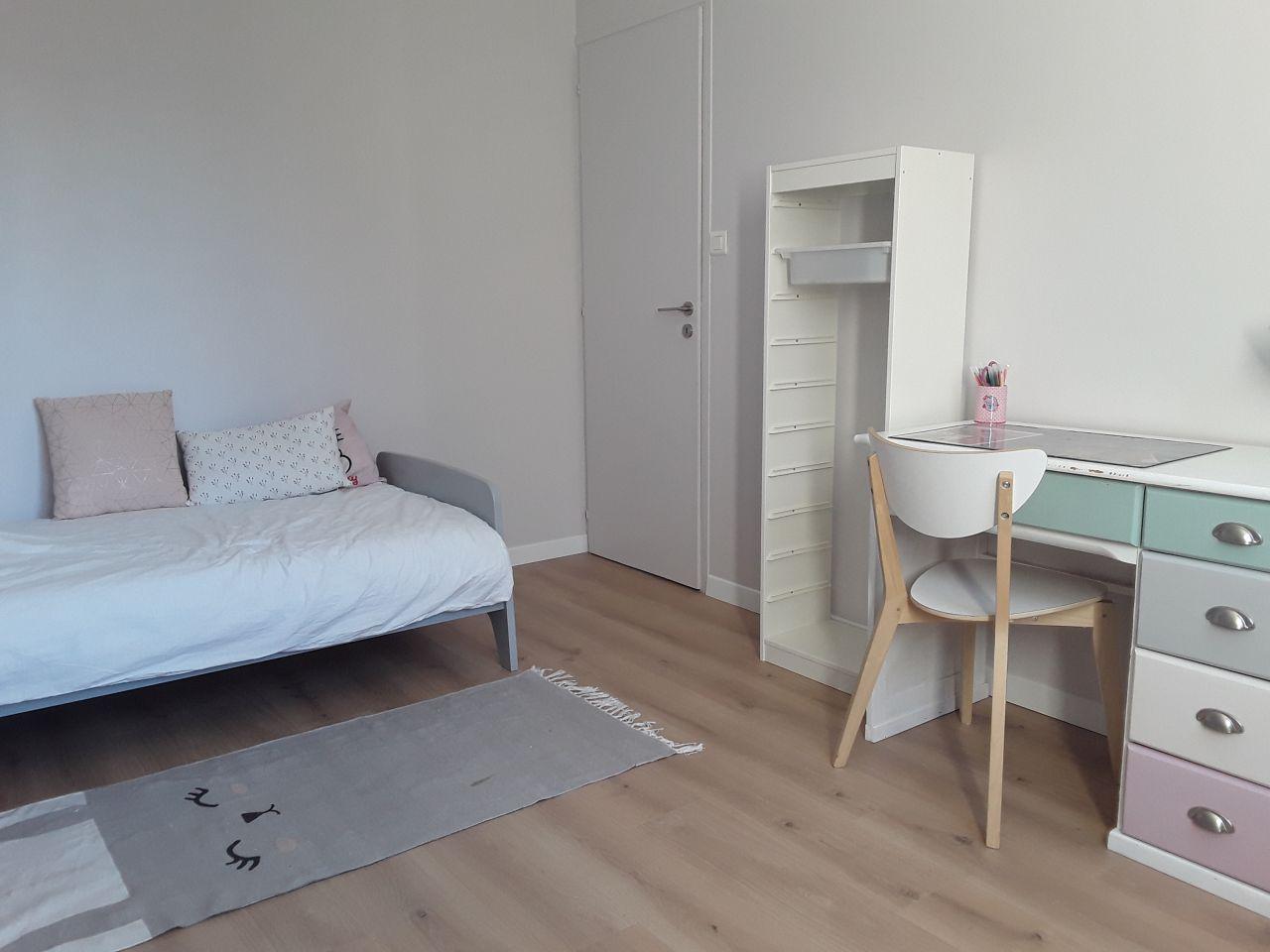 """chambre de fille terminée ! parquet quick step """"niagara"""" et peinture delux valentine"""