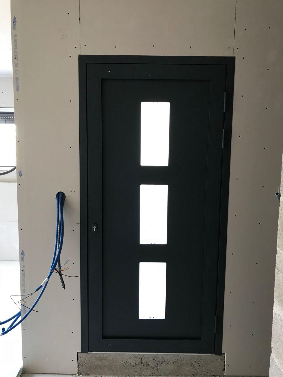 Porte d'entrée - manque le bâton de maréchal à installer
