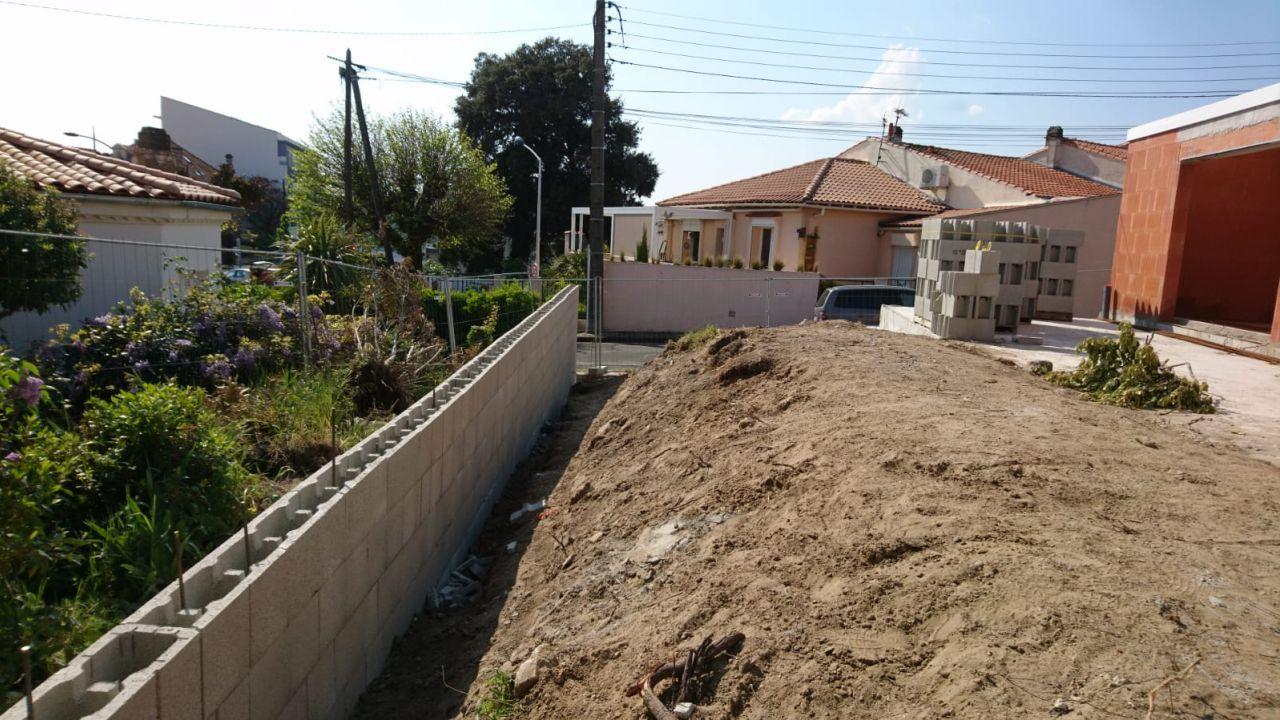 Mur de cloture en béton banché