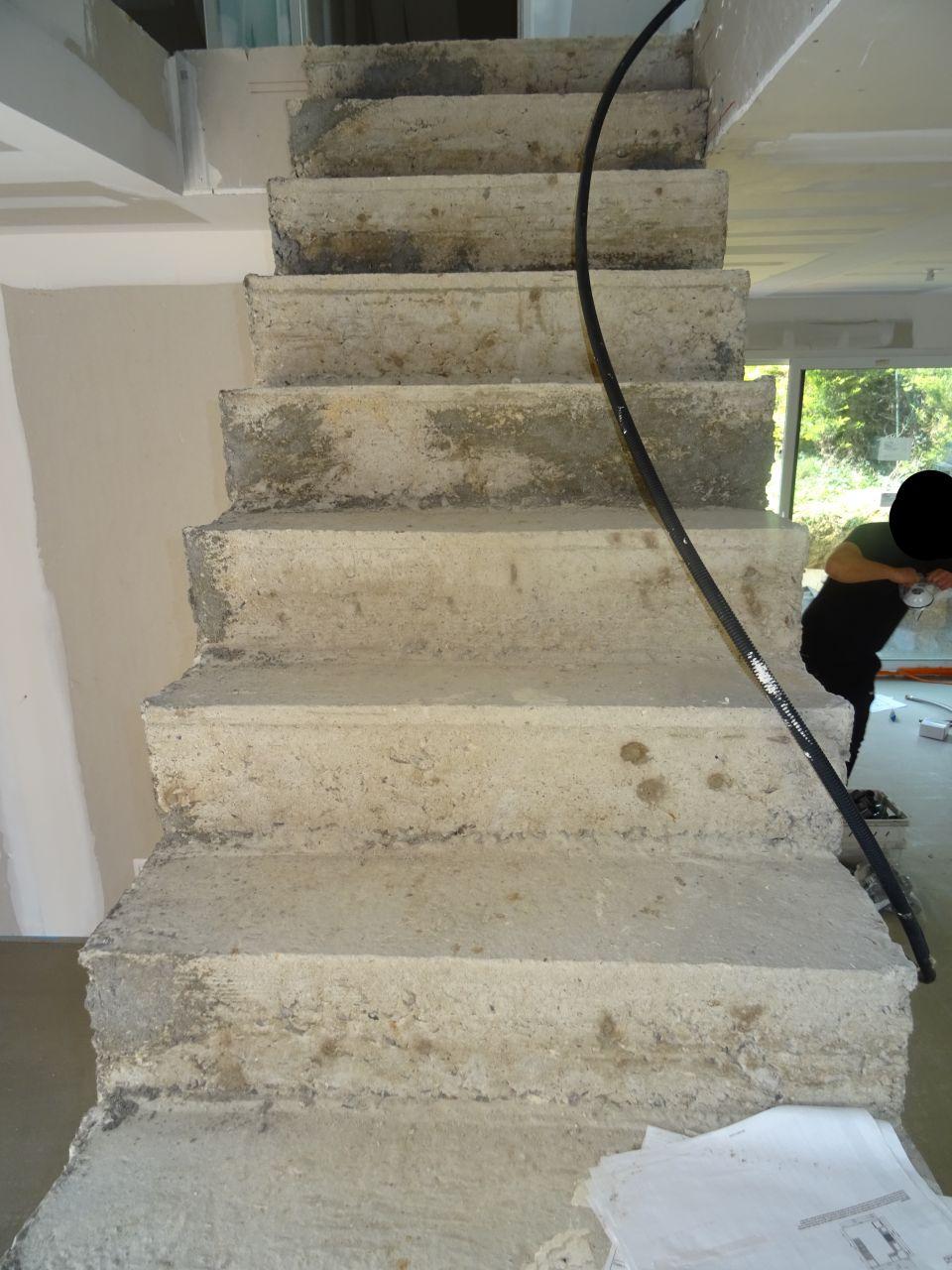 L'escalier est très moche et sa solidité est mise en doute.