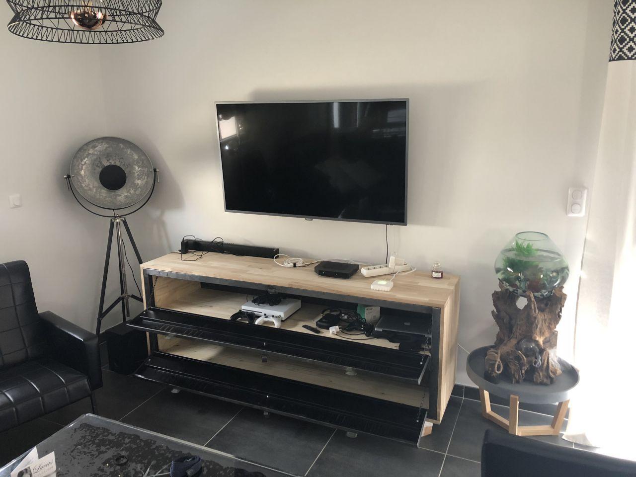 Meuble de TV avec chêne lamellé et collé avec vestiaire